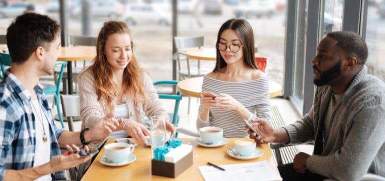 Comment Rencontrer des Gens lors de votre Séjour Linguistique à Montpellier - Cafés et Échanges Linguistiques